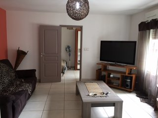 Location  SAINTE CLOTILDE appartement 2 pieces, 38m2 habitables, a SAINTE CLOTILDE